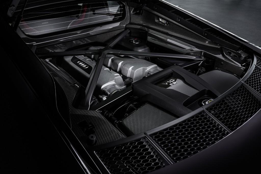 В движение спецверсию приводит безнаддувный 5,2-литровый двигатель V10