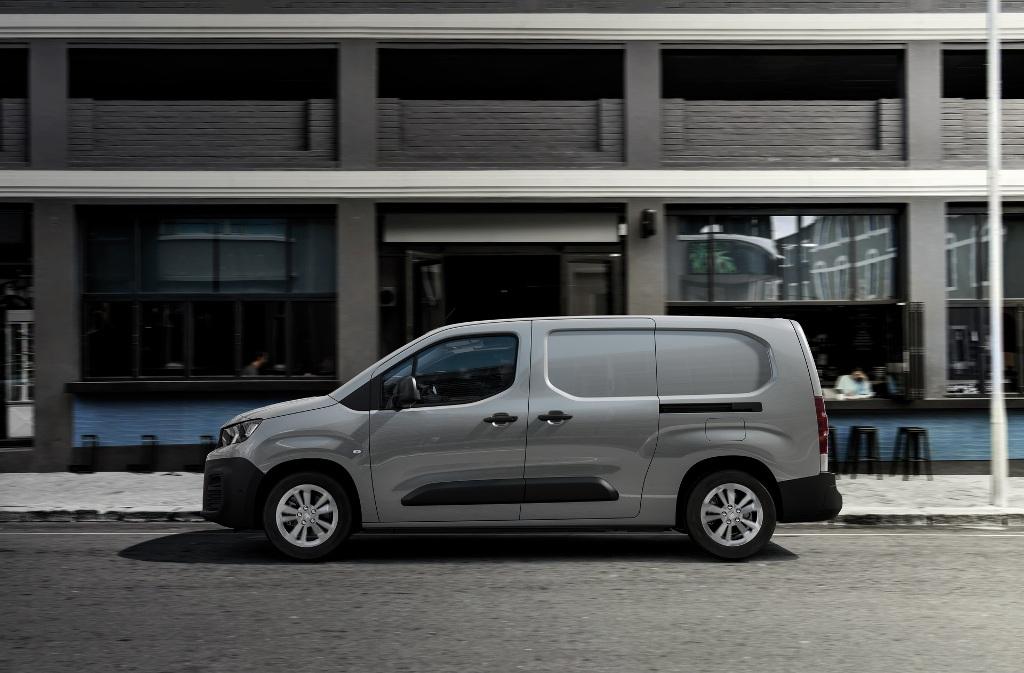 Фургон оснащается электромотором мощностью 136 л.с. и 260 Нм крутящего момента