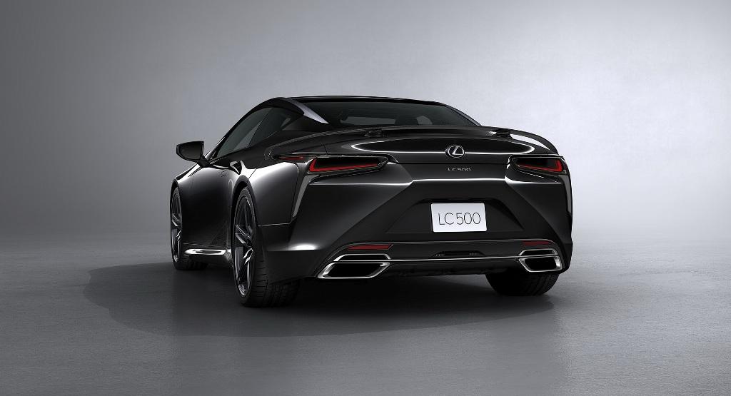 Кузов авто окрашен в цвет Obsidian