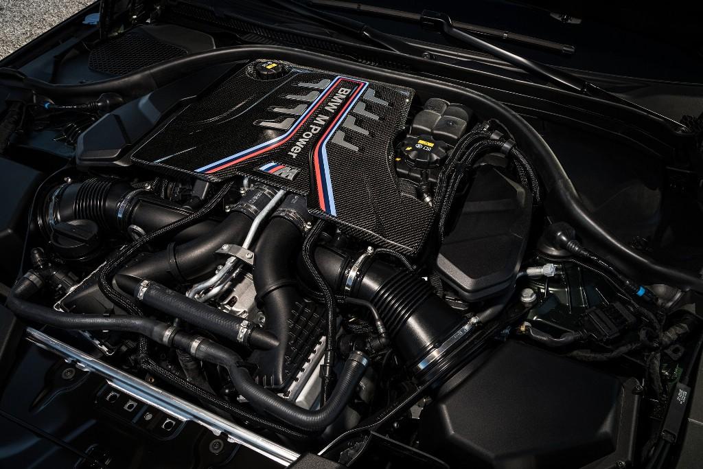 BMW M5 CS оснастили 4,4-литровым битурбированным двигателем V8 мощностью 636 л.с. и 750 Нм крутящего момента