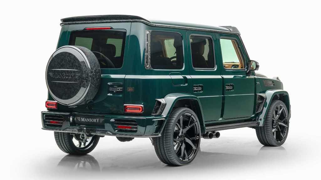 Кузов автомобиля огромным количество элементов из углеродного волокна, стилизованные под мрамор