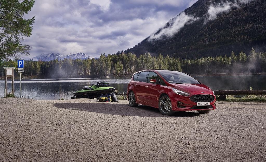 Оба автомобиля получили гибридную силовую установку на основе 2,5-литрового бензинового двигателя
