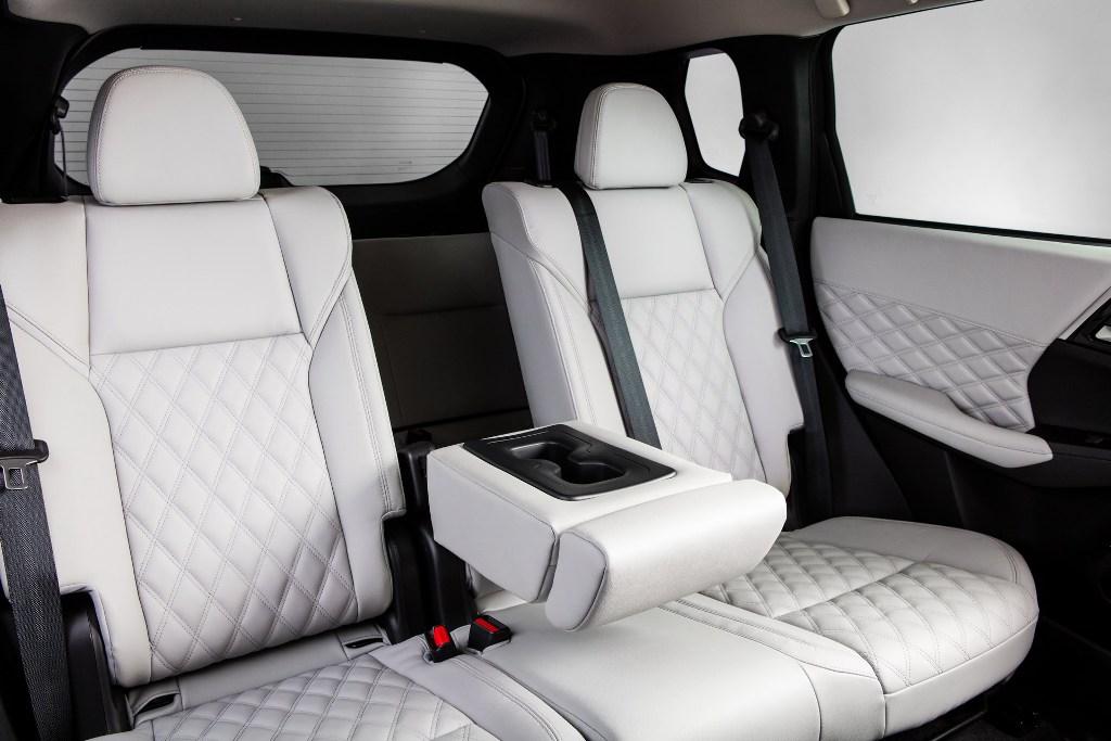 В движение авто приводит 2,5-литровый атмосферный двигатель PR25DD мощностью 184 л.с. и 245 Нм