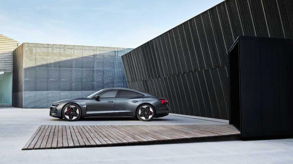 Audi e-tron GT получил яркий дизайн с плавными линиями и выраженной агрессией