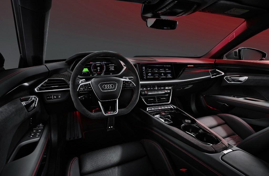 Новинка выйдет на рынок в двух модификациях - стандартной и более мощной с приставкой RS в названии