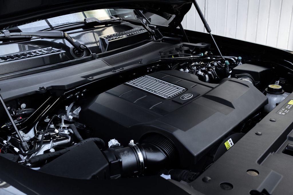 Флагман британской марки оснастили 5,0-литровым наддувным двигателем V8 мощностью 518 л.с. и 625 Нм крутящего момента