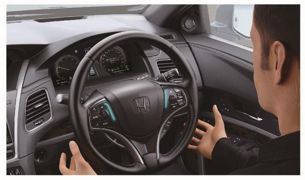 Система Traffic Jam Pilot может перебирать на себя функции водителя и позволяет ему убирать с руля