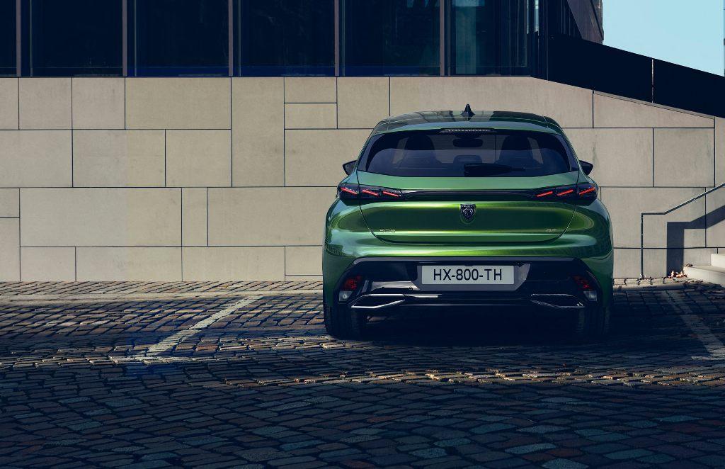 Экстерьер Peugeot 308 существенно обновился и стал современнее