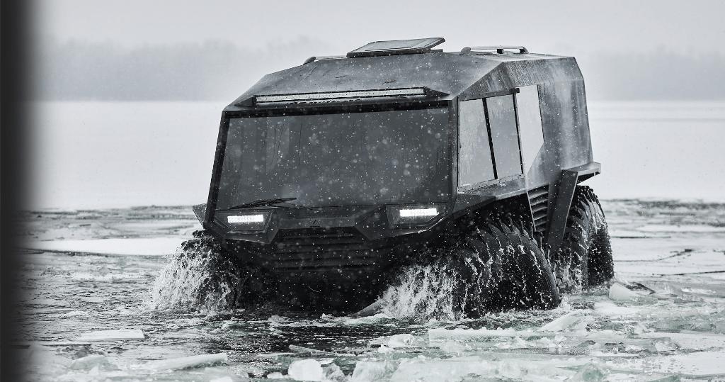 Максимальная скорость вездехода по грунту составляет 60 км/ч, а по воде - 7 км/ч