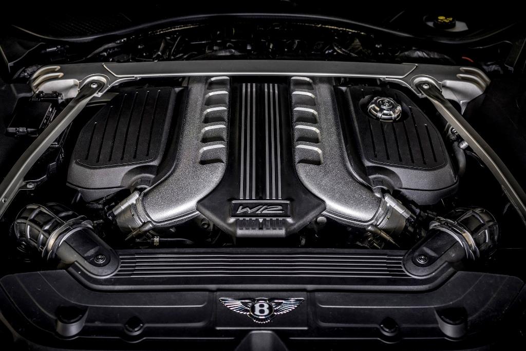 Купе оснащено модернизированным 6,0-литровым двигателем W12 с двойным турбонаддувом, отдача которого выросла с 626 до 640 л.с.