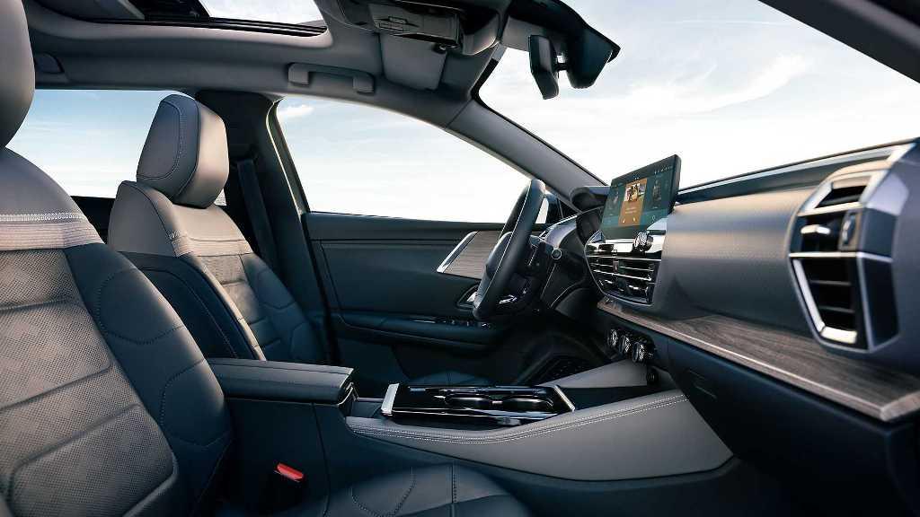 Салон авто очень просторный и комфортный