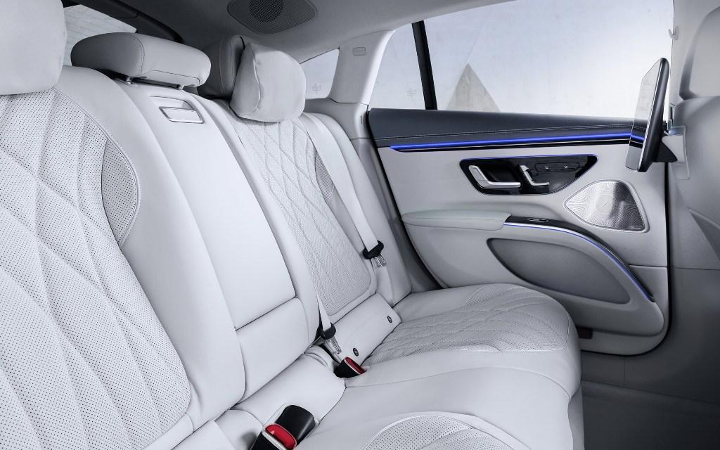 Авто получило автономную технологию Merc Drive Pilot