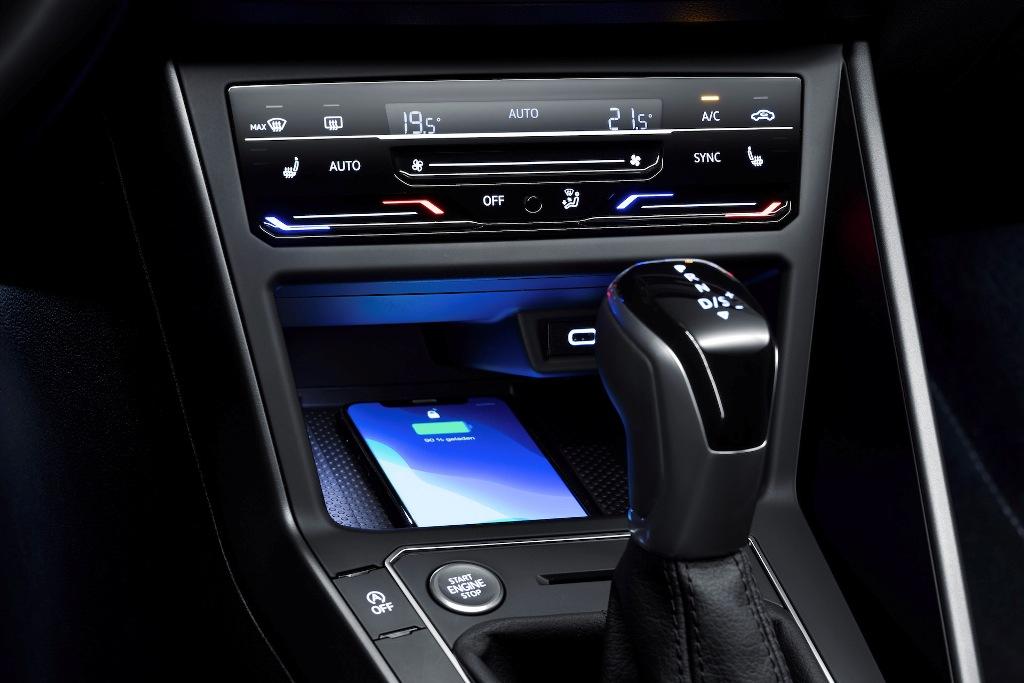 Доступна система IQ.DRIVE Travel Assist - автопилот второго уровня