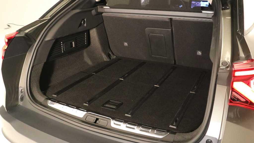 Объем багажника составляет 545 литров