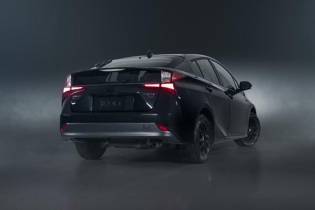 Оснащена Toyota Prius Nightshade Edition гибридной силовой установкой