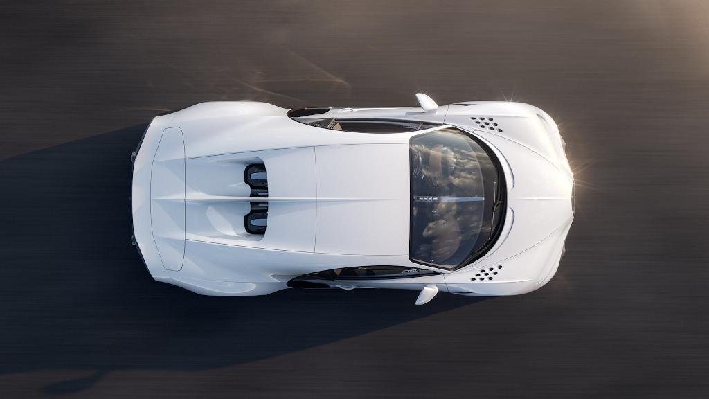 Круглые дефлекторы на передних крыльях выполнены в стиле Bugatti EB110
