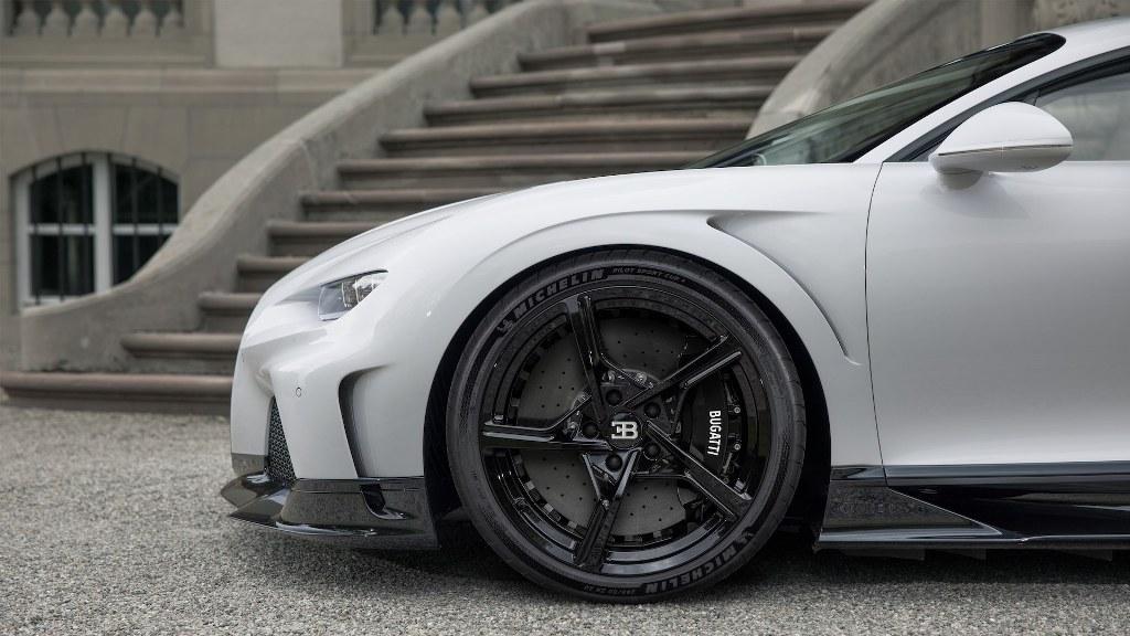 алюминиевые диски с пятью Y-образными спицами являются эксклюзивными для Super Sport