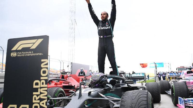 Льюис Хэмилтон выиграл Гран-при Великобритании