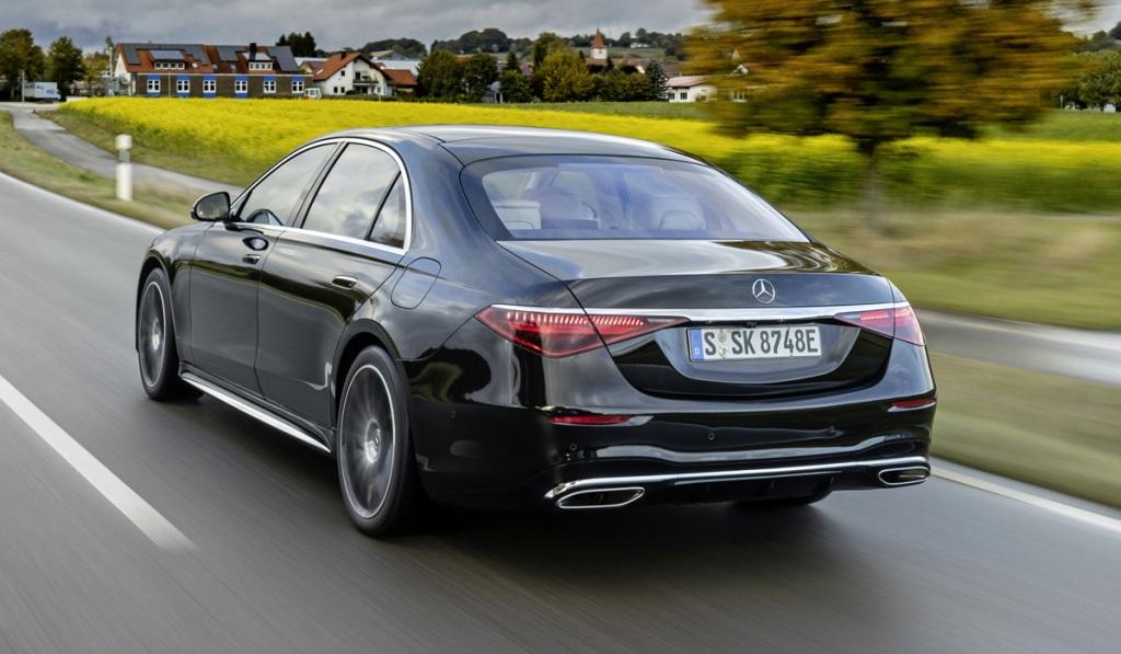 Mercedes-Benz S 580 e внешне почти не отличается от топливных версий