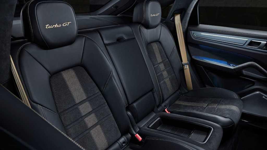 Стоимость Porsche Cayenne Turbo GT стартует от 196 000 евро